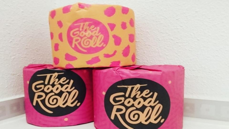 Drie wc-rollen van het merk Good Roll gestapeld.