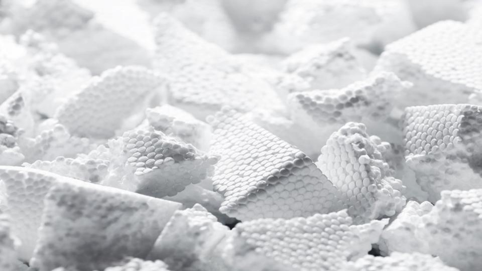 Piepschuim etende larven kunnen plastic afval helpen wegwerken