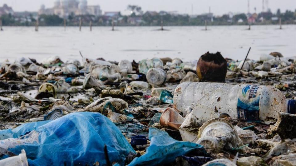 Van plastic afval naar olie