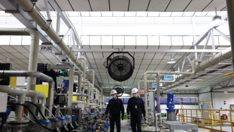 Grote fabriek voor recyclen batterijen van elektrische voertuigen naar Rotterdam