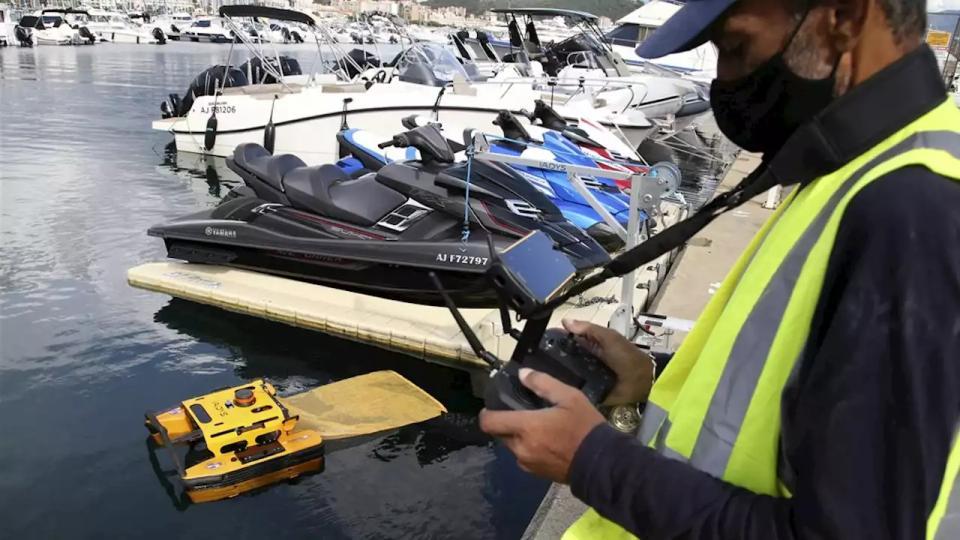 Stofzuigertje in zee: Franse robot 'hapt' afval van wateroppervlak