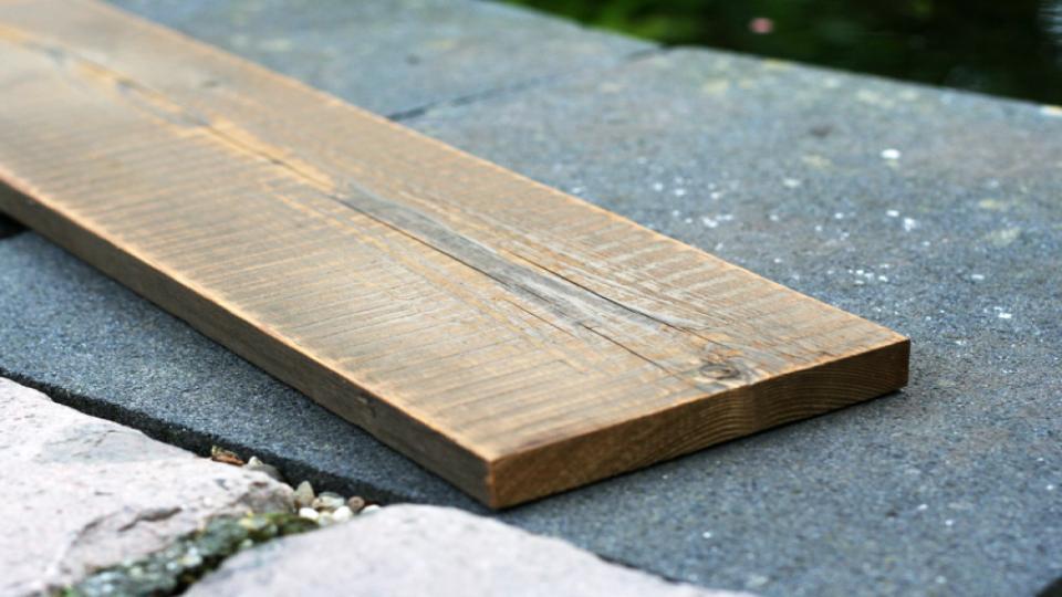 Thermisch gemodificeerd geleefd vuren kan een duurzaam alternatief zijn voor regulier hout.