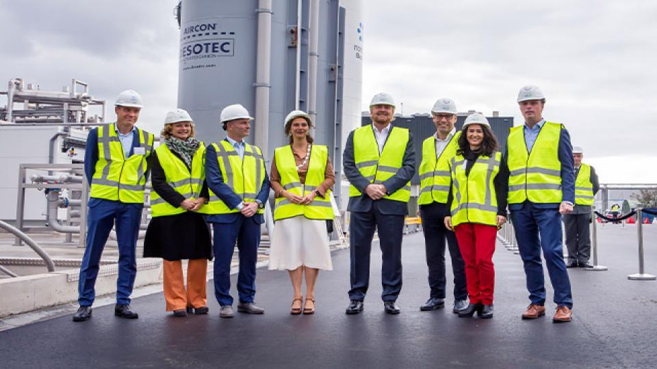 Koning Willem-Alexander opent eerste Nederlandse bio-LNG-fabriek
